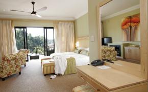 A) Room 3 – Luxury Room